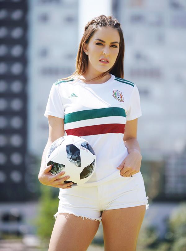 patty lopez de la cerda en portada trending magazine especial rusia mundial 2018 azteca deportes tv