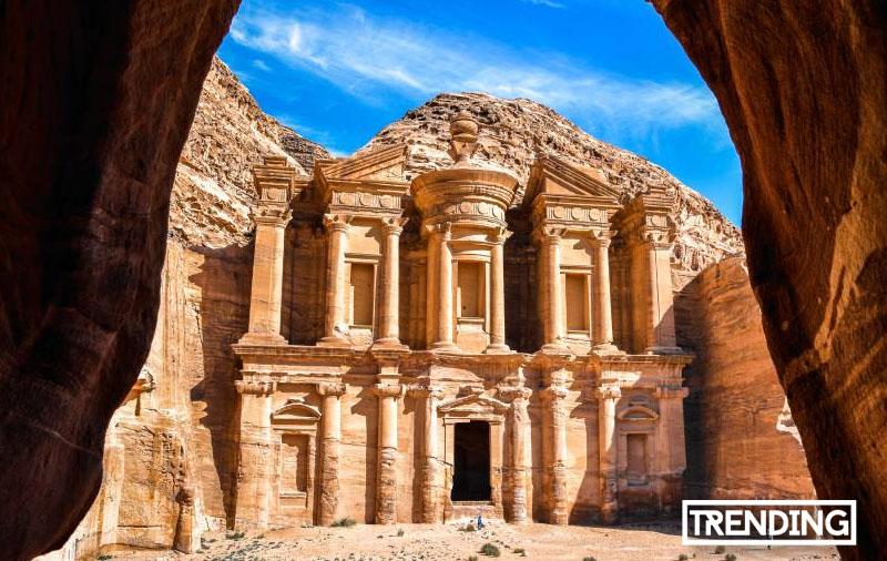 Petra en Jordania Maravilla del mundo turismo mapa historia viajes guia trending magazine revista